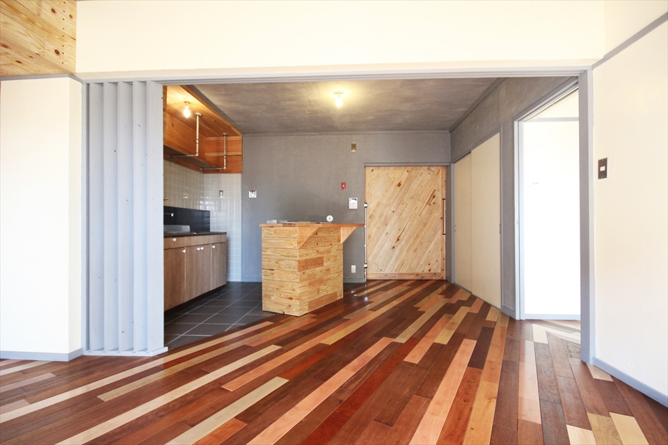 コーポ江戸屋敷221号室「木いろ」