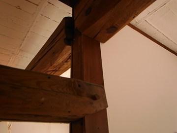 古木の柱と梁