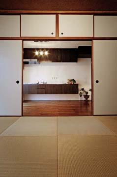 広さと洗練っぷりが魅力のキッチン。