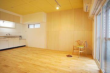 床は無垢フローリング(カバサクラ)。