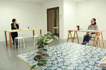 3色の花が咲く部屋。天神パークビル401号室