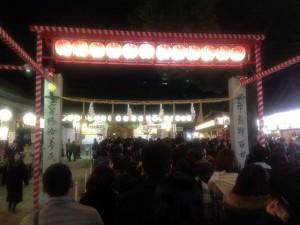 十日恵比須神社は参道から参詣者でいっぱい