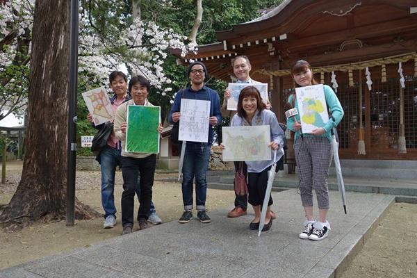 御子神社で記念撮影